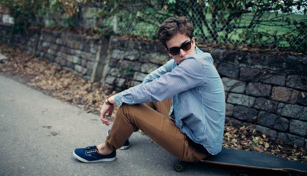 Hombre con zapatos